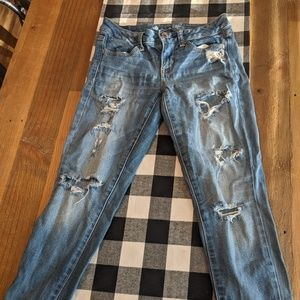 Distressed light wash American Eagle jeans!